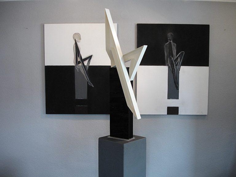 Der Ausgleich -Skulptur mit Gemälde, 🟠