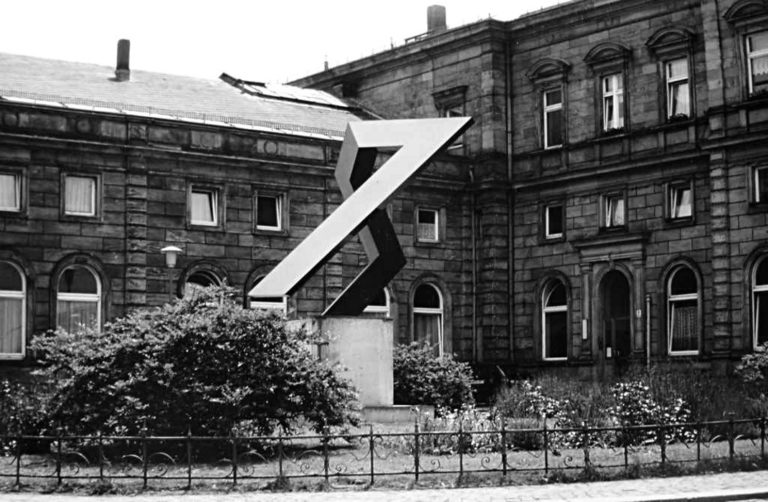 Denkmal 9.Nov.1989 Fertigstellung 1990 Standort Hof/Saale, Hauptbahnhof