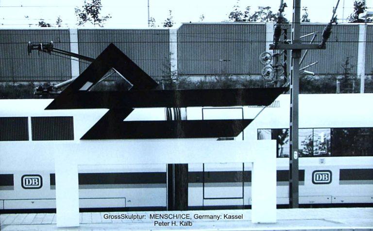 """Fertigstellung 18.8.1992 Archetyp aus der Serie """"Miteinander"""" Kassel Wilhelmshöhe ICE-Bahnhof"""